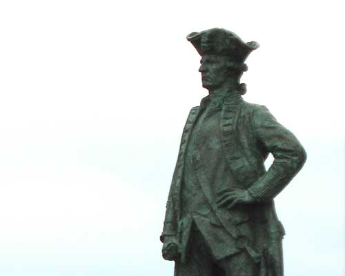 Statue of Captain James Cook.
